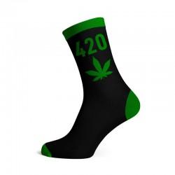 calzini all'ingrosso con disegno 420 e foglia di cannabis o canapa, colore verde. Prodotto perfetto per i growshop o head shop